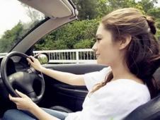 为什么有些人开车到家后会独自坐在车中发呆?